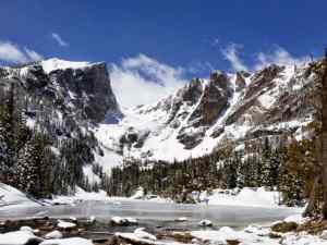 Emerald Lake with Flattop Mountain to the right and Hallett Peak to the left